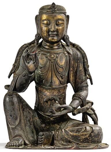 View 2. Thumbnail of Lot 14. IMPORTANTE ET TRÈS RARE PAIRE DE STATUETTES DE BODHISATTVA EN BRONZE PARTIELLEMENT DORÉ XIVE SIÈCLE | 十四世紀 鎏金銅菩蕯坐像一對 連   清十八世紀 漆金木雕須彌座一對| An important and very rare pair of parcel-gilt bronze figures of Bodhisattva, 14th century; together with a pair of lacquer-gilt thrones, Qing Dynasty, 18th century.