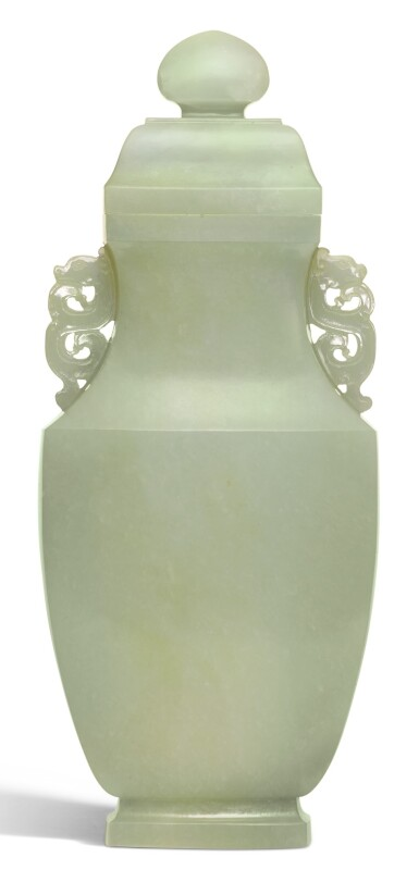 A PALE CELADON JADE VASE AND COVER QING DYNASTY, 18TH/19TH CENTURY | 清十八/十九世紀 青白玉雙龍耳蓋瓶