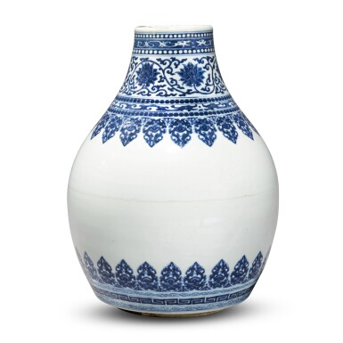 View 3. Thumbnail of Lot 32. A blue and white vase, Qing dynasty, Kangxi period.