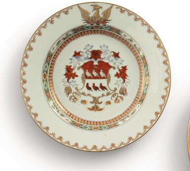 A CHINESE EXPORT ARMORIAL PLATE, QING DYNASTY, KANGXI PERIOD, CIRCA 1717