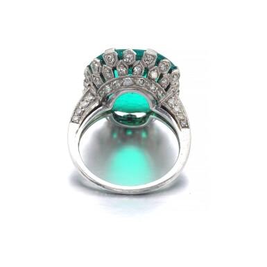 ATTRACTIVE EMERALD AND DIAMOND RING [祖母綠配鑽石戒指]