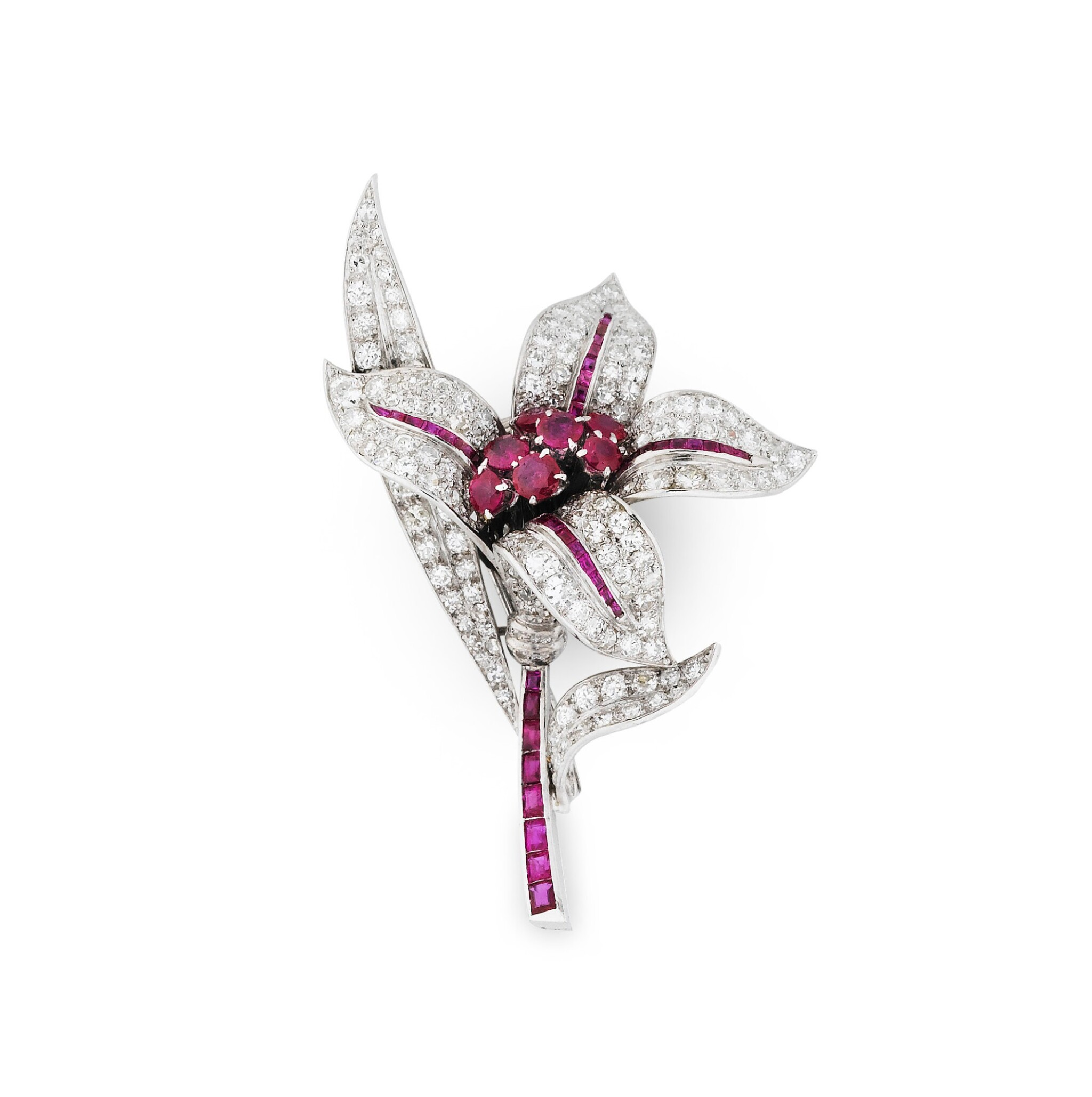 View 1 of Lot 25. BROCHE RUBIS ET DIAMANTS | RUBY AND DIAMOND BROOCH.