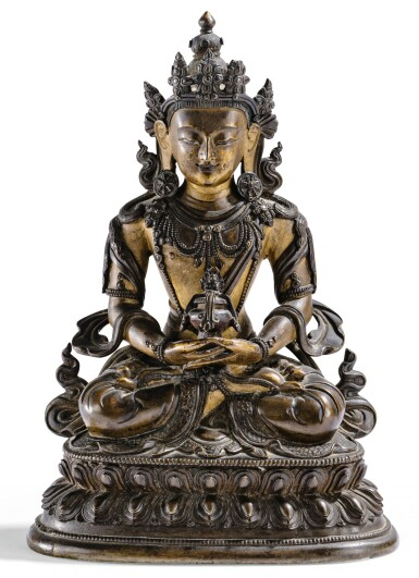 View full screen - View 1 of Lot 19. STATUETTE D'AMITAYUS EN BRONZE PARTIELLEMENT DORÉ DYNASTIE QING, XVIIIE SIÈCLE | 清十八世紀 局部鎏金銅無量壽佛坐像 | A well-cast parcel-gilt bronze figure of Amitayus, Qing Dynasty, 18th century.