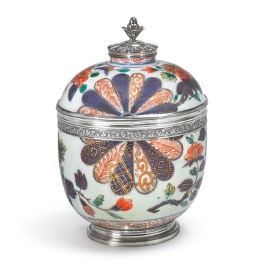 A LOUIS XV SILVER-MOUNTED JAPANESE IMARI PORCELAIN COVERED BOWL, THE PORCELAIN EARLY 18TH CENTURY, THE SILVER PARIS, CIRCA 1730