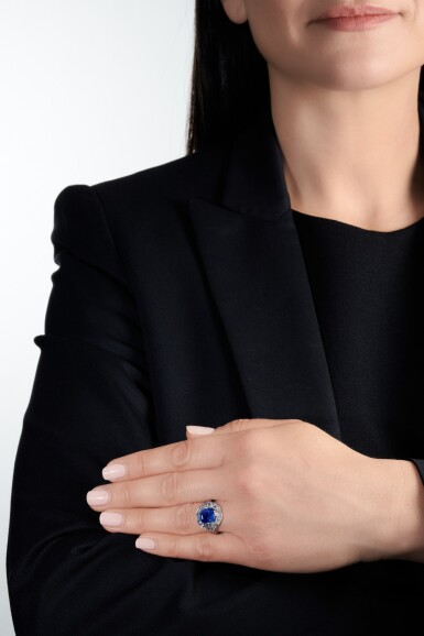 View 4. Thumbnail of Lot 634. Sapphire and diamond ring   藍寶石配鑽石戒指.