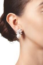 PAIR OF CULTURED PEARL AND DIAMOND EARCLIPS, VAN CLEEF & ARPELS | 養殖珍珠配鑽石耳環一對,梵克雅寶