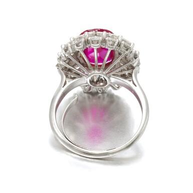 View 5. Thumbnail of Lot 663. Ruby and diamond ring | 紅寶石配鑽石戒指.