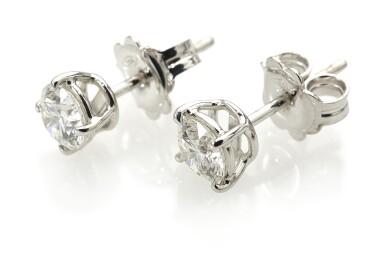 PAIR OF DIAMOND EARSTUDS (PAIO DI ORECCHINI IN DIAMANTI)