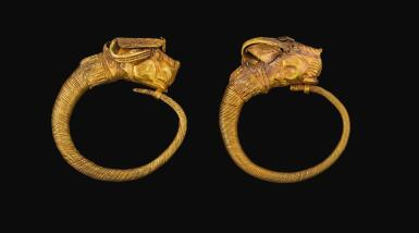 A PAIR OF HELLENISTIC GOLD EARRINGS, CIRCA LATE 4TH/3RD CENTURY B.C.