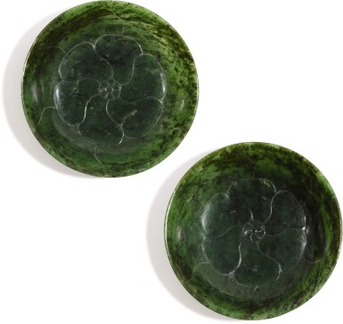 A PAIR OF SPINACH-GREEN JADE 'MALLOW' DISHES QING DYNASTY, 18TH/19TH CENTURY | 清十八/十九世紀 碧玉葵花形盤一對