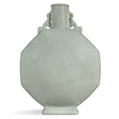 A RARE LARGE GE-TYPE MOONFLASK, YONGZHENG SEAL MARK AND PERIOD |  清雍正 仿哥釉八方雙耳抱月瓶 《大清雍正年製》款