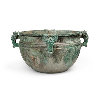 View 1. Thumbnail of Lot 17. A massive archaic bronze water basin (Jian), Eastern Zhou dynasty, late Spring and Autumn period, circa 500 BC   東周 春秋末 約公元前500年 青銅變形龍紋獸首耳鑒.
