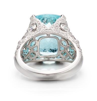 PARAÍBA-TYPE TOURMALINE AND DIAMOND RING | 11.16卡拉 「莫桑比克」帕拉伊巴碧璽 配 鑽石 戒指