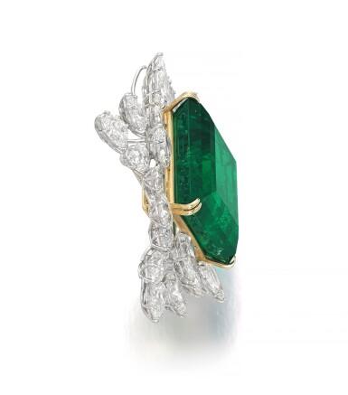 View 2. Thumbnail of Lot 175. Harry Winston | Impressive Emerald and diamond brooch/pendant combination | 祖母綠配鑽石別針/吊墜組合.