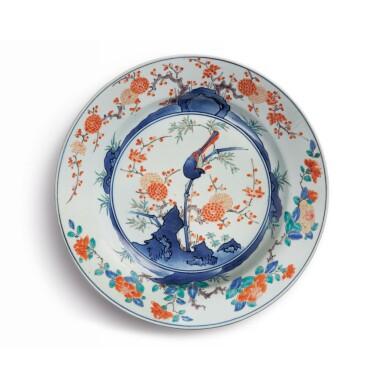A LARGE JAPANESE KAKIEMON 'BIRD AND FLOWER' DISH EDO PERIOD, LATE 17TH CENTURY | 柿右衛門 色絵花鳥文大皿 江戸時代、17世紀後期