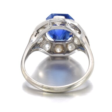 View 3. Thumbnail of Lot 634. Sapphire and diamond ring   藍寶石配鑽石戒指.