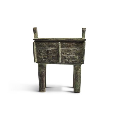 View 5. Thumbnail of Lot 10. An archaic bronze food vessel (Fangding), Early Western Zhou dynasty | 西周初 青銅饕餮紋方鼎.