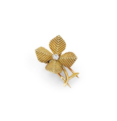 View 1. Thumbnail of Lot 116. Clip or et diamant | Gold and diamond clip.