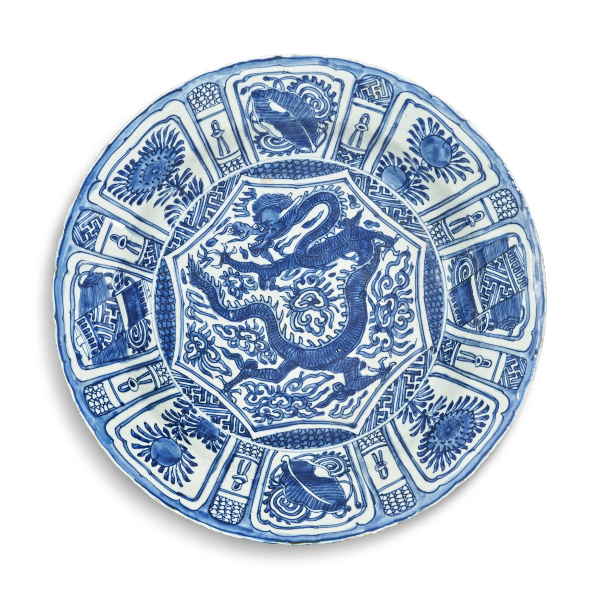 View full screen - View 1 of Lot 123. A rare blue and white 'Kraak' 'dragon' dish, Late Ming dynasty.