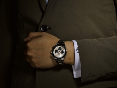 View 4. Thumbnail of Lot 5. ROLEX | DAYTONA, REFERENCE 6263, A STAINLESS STEEL CHRONOGRAPH WRISTWATCH WITH UAE QURAYSH HAWK DIAL, MADE FOR MOHAMMED BIN RASHID AL MAKTOUM, CIRCA 1975.