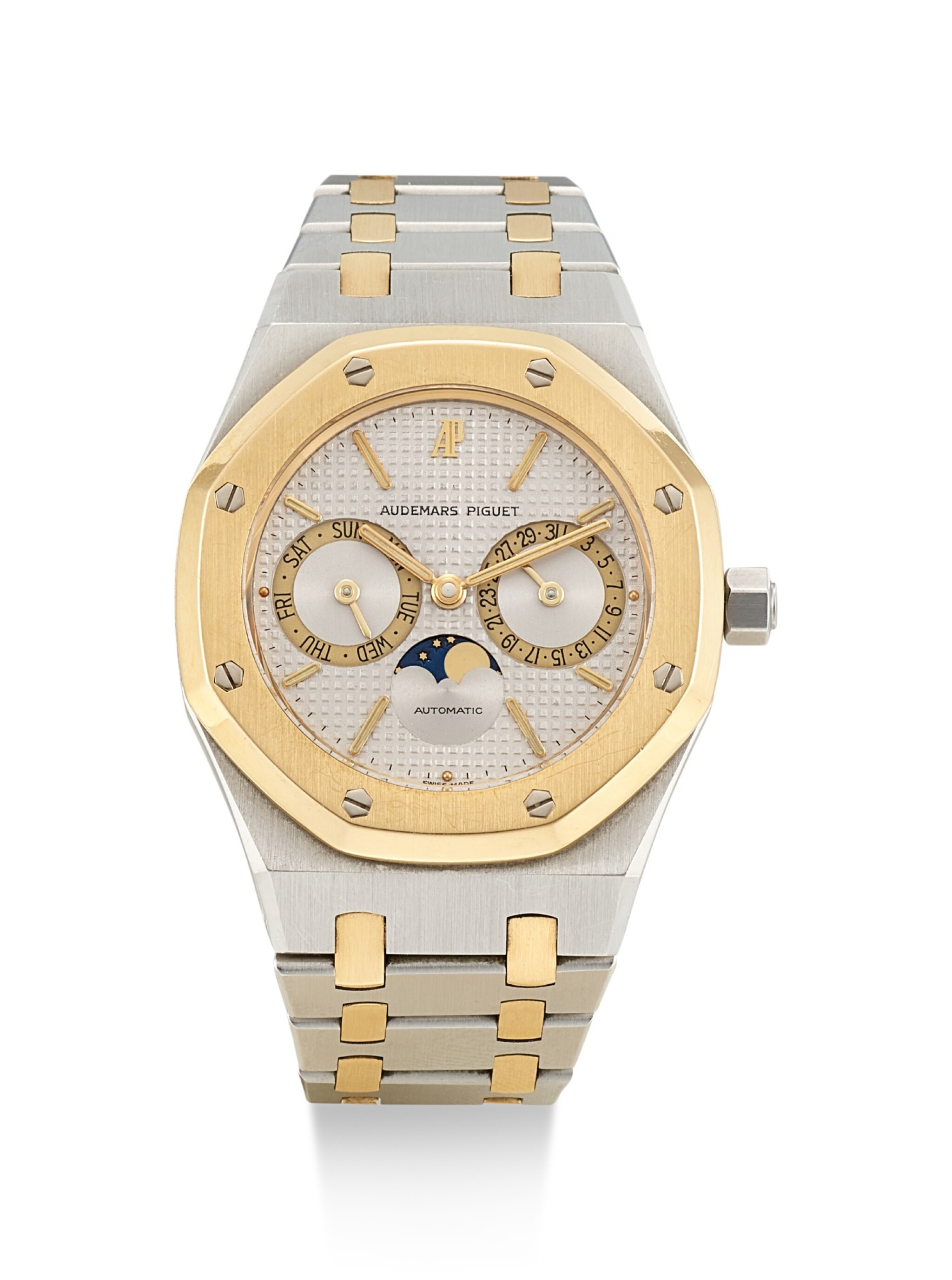 View full screen - View 1 of Lot 8195. AUDEMARS PIGUET   ROYAL OAK, REFERENCE 25594SA, A YELLOW GOLD AND STAINLESS STEEL WRISTWATCH WITH DAY, DATE AND BRACELET, 1990.