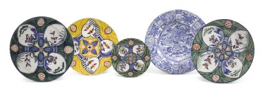 A GROUP OF FOUR DUTCH DELFT POLYCHROME 'HARTENSCHOTEL' OR 'HEART DISHES' AND A BLUE AND WHITE CHARGER | 18TH CENTURY
