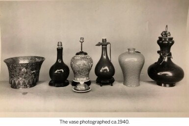 View 6. Thumbnail of Lot 151. A rare large garlic-mouth bronze 'dragon' vase Qing dynasty, 17th century | 清十七世紀 銅盤龍蒜頭瓶.