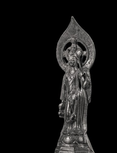 View 4. Thumbnail of Lot 579. A GILT-BRONZE FIGURE OF AVALOKITESHVARA,  SUI - EARLY TANG DYNASTY.