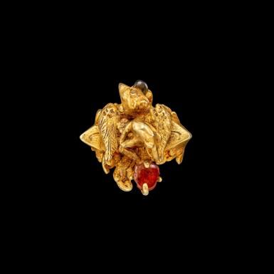 View 2. Thumbnail of Lot 1029. A gem-set gold ring of a deity riding on Garuda Possibly Khmer, Angkor period, or Java, 9th century | 九世紀 或高棉吳哥王朝或爪哇 金嵌寶迦樓羅形戒指.