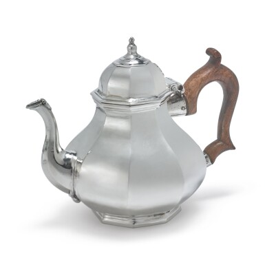 AN IRISH SILVER OCTAGONAL TEAPOT, MARK TWELVES, DUBLIN, 1714