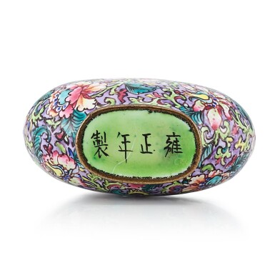 View 3. Thumbnail of Lot 3026. A Canton Enamel 'Millefleurs' Snuff Bottle Mark and Period of Yongzheng | 清雍正 銅胎廣東畫琺瑯百花圖鼻煙壺 《雍正年製》款.