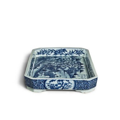 View 4. Thumbnail of Lot 80. A blue and white 'landscape' tray, Mark and period of Jiaqing | 清嘉慶 青花山水圖詩文長方倭角托盤 《大清嘉慶年製》款.