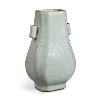 View 3. Thumbnail of Lot 142. A Guan-type faceted vase, Seal mark and period of Qianlong | 清乾隆 仿官釉八方貫耳壺 《大清乾隆年製》款.