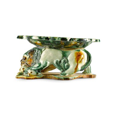 A RARE SANCAI-GLAZED 'LION' PILLOW, TANG DYNASTY | 唐 三彩獅形枕