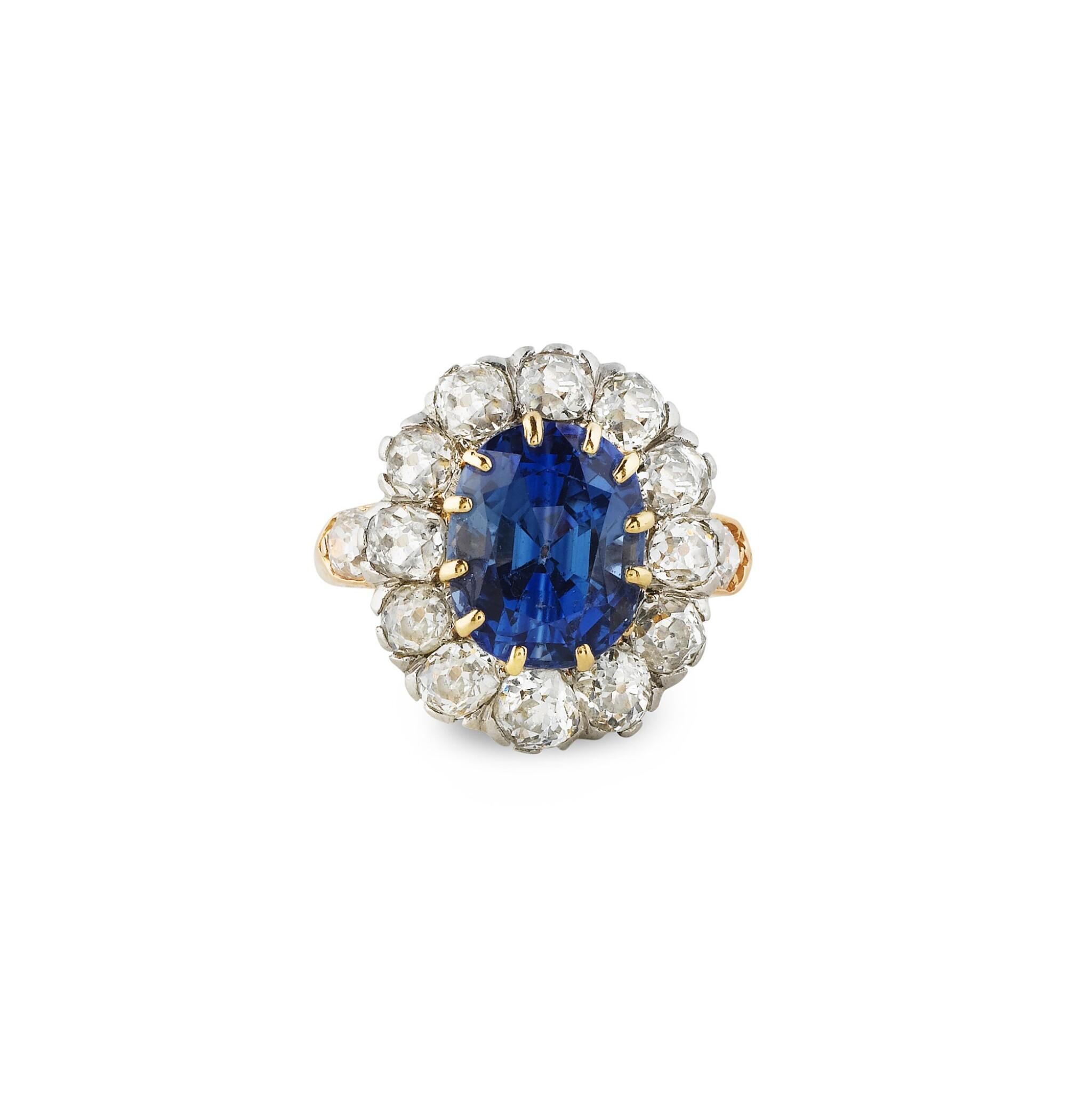 View 1 of Lot 7. BAGUE SAPHIR ET DIAMANTS  | SAPPHIRE AND DIAMOND RING .