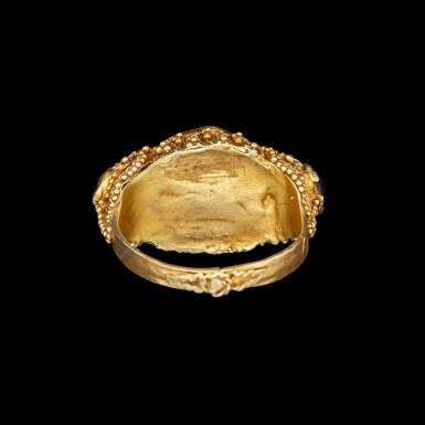 View 3. Thumbnail of Lot 1054. A gem-set gold priest's ring Bali, Indonesia, 19th - early 20th century   十九至二十世紀初 印尼峇里 金嵌寶戒指.