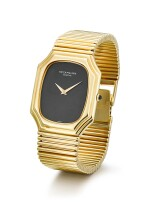 PATEK PHILIPPE   REFERENCE 3729/1,  A YELLOW GOLD BRACELET WATCH WITH ONYX DIAL, MADE IN 1976