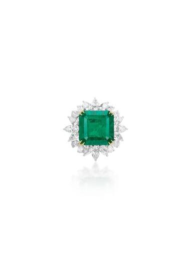 View 4. Thumbnail of Lot 1725. EMERALD AND DIAMOND PARURE | 天然「哥倫比亞」無油祖母綠 配 鑽石 套裝 (祖母綠及鑽石共重47.85及71.09卡拉).