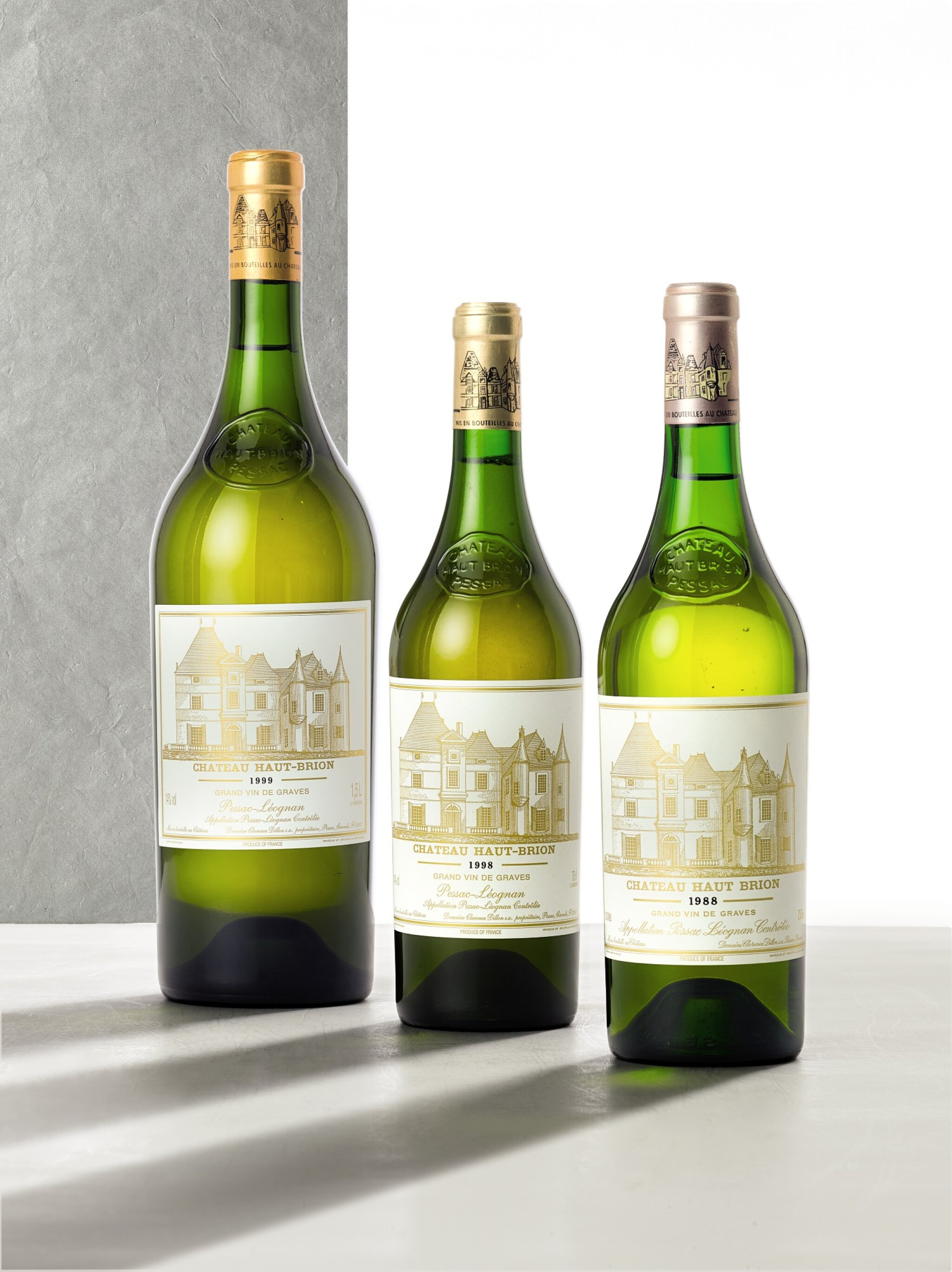 View full screen - View 1 of Lot 3293. Château Haut Brion Blanc 1999  (1 MAG).