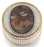 A RARE FABERGÉ VARICOLOURED GOLD, SARDONYX AND CHAMPLEVÉ ENAMEL BONBONNIÈRE, WORKMASTER MICHAEL PERCHIN, ST PETERSBURG, 1899-1903