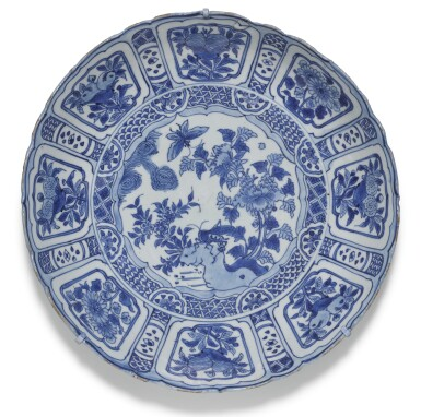 View 2. Thumbnail of Lot 9. A SET OF SIX BLUE AND WHITE 'KRAAK' DISHES MING DYNASTY, WANLI PERIOD.