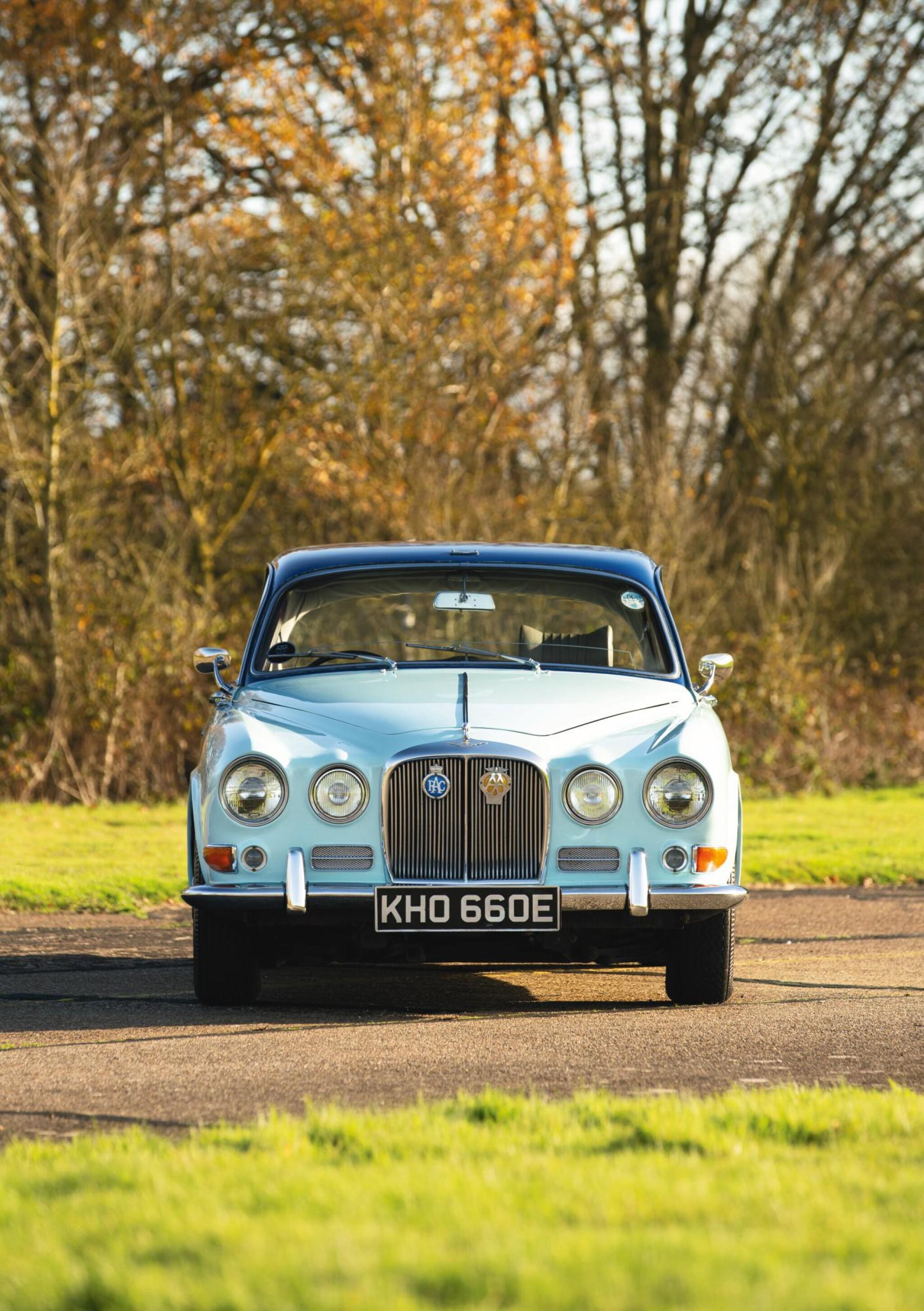 View full screen - View 1 of Lot 385. A 1967 Jaguar 420.