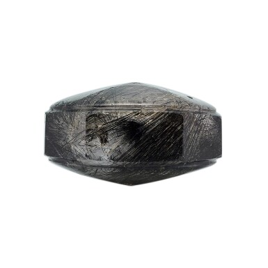 View 3. Thumbnail of Lot 3055. A Faceted Hair-Crystal Snuff Bottle Qing Dynasty, 18th Century | 清十八世紀 髮晶鼻煙壺.