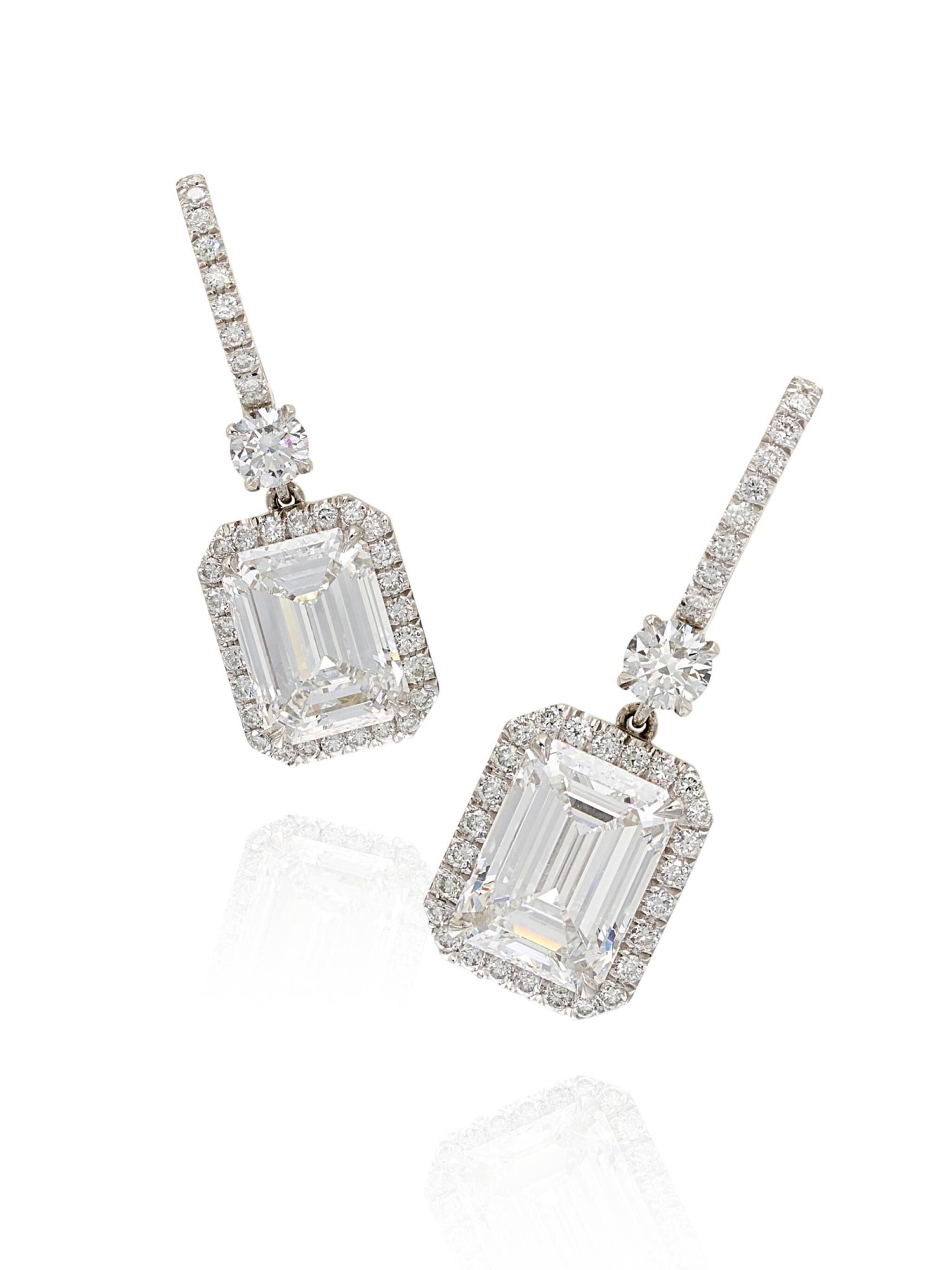 View full screen - View 1 of Lot 1688. Pair of Diamond Pendent Earrings | 3.01及3.01 方形 D色 內部無暇 鑽石 耳墜一對.
