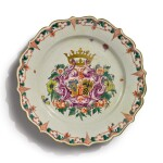 A DOCCIA ARMORIAL PLATE FROM THE ISOLA MARANA SERVICE, MID-18TH CENTURY