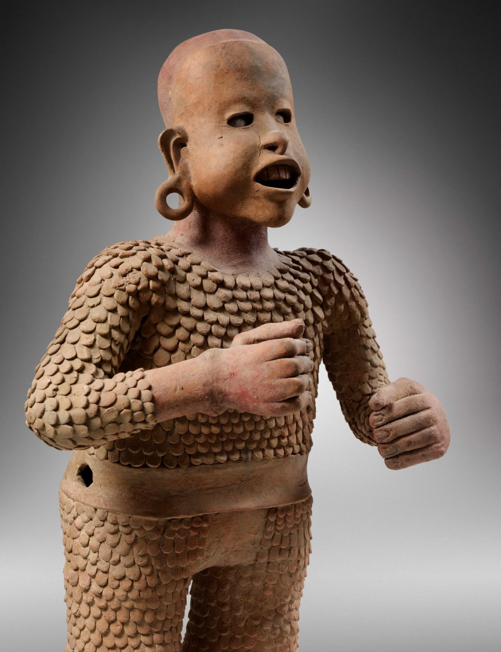 View full screen - View 1 of Lot 4. Statue en terre cuite Xipe Totec, Culture Aztèque, Classique Récent, 1350-1500 AP. J.-C. | Aztec Ceramic Standing figure of Xipe Totec, Postclassic, 1350-1500 AD.