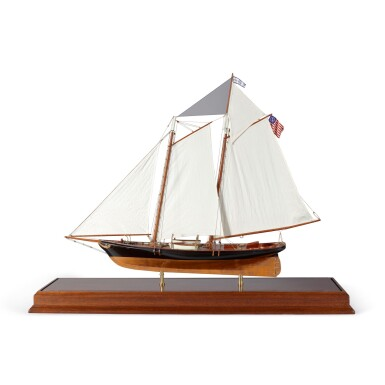 FINE CASE MODEL OF THE AMERICA'S CUP YACHT 'AMERICA'