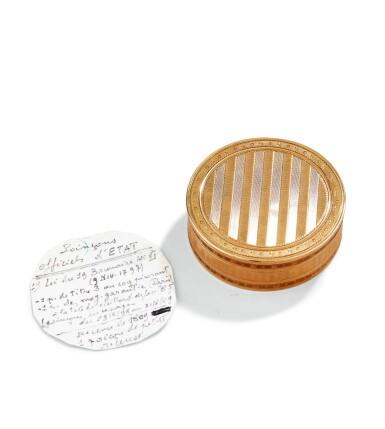 A CIRCULAR GOLD SNUFF-BOX, PROBABLY NICOALS HUGUET, PARIS, 1798-1809   TABATIÈRE RONDE EN OR GUILLOCHÉ, PROBABLEMENT PAR NICOLAS HUGUET, PARIS, 1798-1809