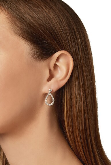 PAIR OF DIAMOND EARRINGS, HARRY WINSTON