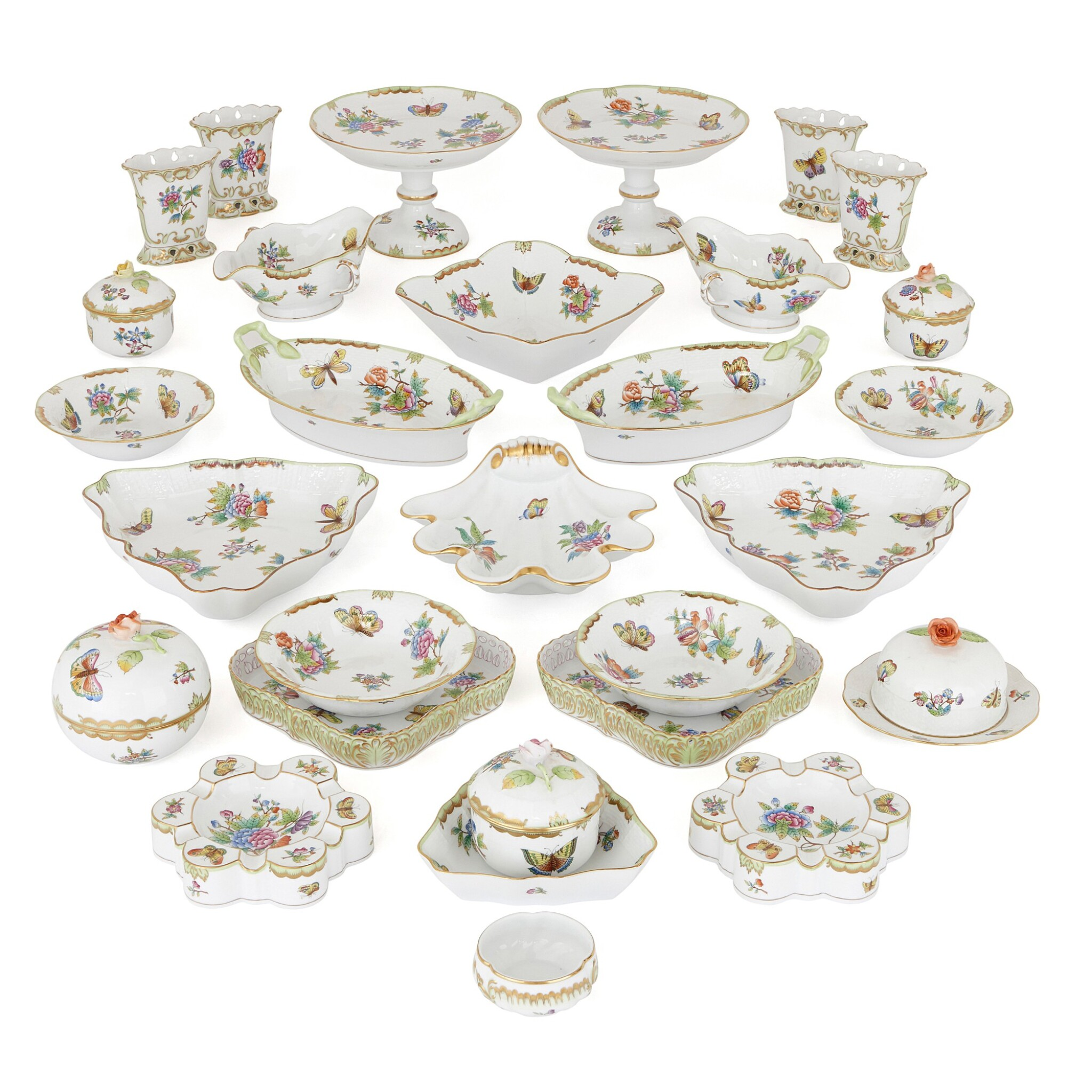 """View full screen - View 1 of Lot 2. AN EXTENSIVE HEREND PORCELAIN """"VICTORIA"""" PATTERN COMPOSITE PART DINNER AND DESSERT SERVICE, 20TH CENTURY."""